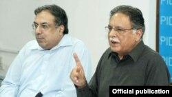 وزیر اطلاعات پرویز رشید