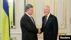 Вице-президент США Джон Байден и президент Украины Петр Порошенко