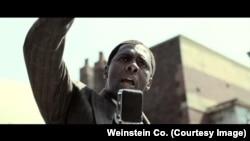 Idris Elba dans le rôle de Mandela
