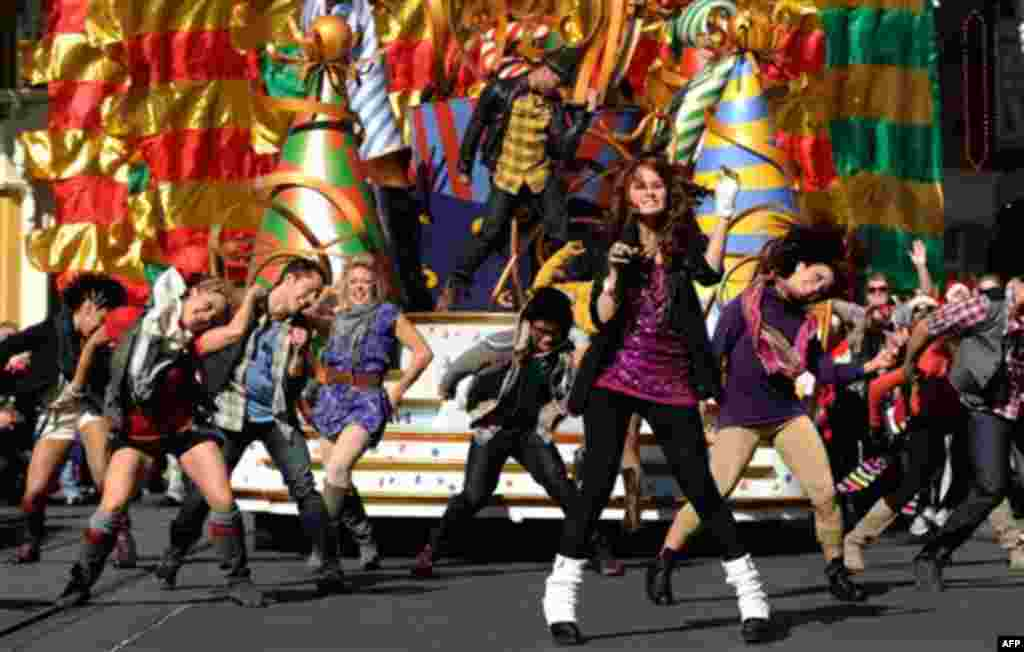 """In this publicity image released by Disney, actress and singer Debby Ryan, star of Disney Channel's """"The Suite Life on Deck,"""" foreground, performs on Thursday, Dec. 2, 2010 while taping a segment for the """"Disney Parks Christmas Day Parade"""" at the Magic Ki"""