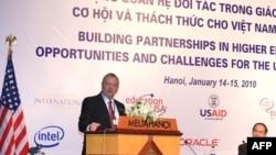 Đại sứ Hoa Kỳ Michael Michalak phát biểu trong 1 buổi hội thảo giáo dục tại Hà Nội