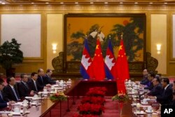 Cambodian Prime Minister Hun Sen, second right, meets with Chinese Premier Li Keqiang, second left, at the Great Hall of the People in Beijing, China, Tuesday, Jan. 22, 2019. (AP Photo/Ng Han Guan, Pool)