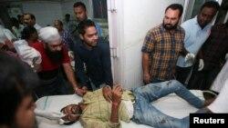 Một nạn nhân vụ tai nạn đang được điều trị trong bệnh viện