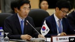 Ngoại trưởng Nam Triều Tiên Yun Byung-se (trái) phát biểu tại Hội nghị Bộ trưởng Ngoại giao ASEAN lần th 46, ở thủ đô Brunei, 30/6/13