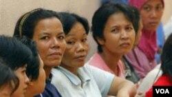 Para tenaga kerja Indonesia di Malaysia yang mengalami penyiksaan oleh majikan berkumpul di penampungan Kedutaan Besar Indonesia di Kuala Lumpur. (Foto: Dok).