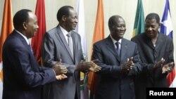 Para pemimpin komunitas ekonomi negara-negara Afrika Barat (ECOWAS) dalam pertemuan di Abidjan (29/3).