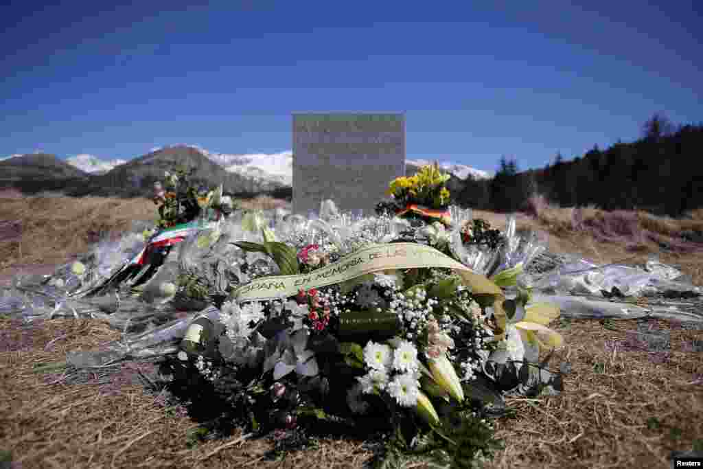 A wreath of flowers is left for the Spanish victims of the Germanwings air plane disaster at the memorial site for the victims, in the village of Le Vernet, in the French Alps, March 27, 2015.