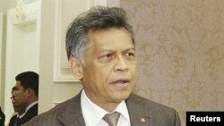 Sekjen ASEAN Surin Pitsuwan menyerukan agar ASEAN ikut serta mengatasi krisis di negara bagian Rakhine, Burma Barat (Foto: dok).