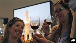 Resveratrol yang terdapat dalam minuman anggur merah berkhasiat menghambat proses penuaan dan penyakit, termasuk kanker dan jantung (foto: dok.).