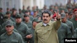 Predsednik Venecuele Nikolas Maduro sa vojnicima u bazi u Karakasu, 30. januar 2019.