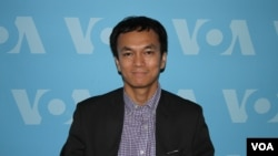 FILE - Sek Kosol, director of IKARE in Minnesota state is at VOA's headquarter in Washington DC, on Wednesday, June 22, 2016. (Ten Soksreinith/VOA Khmer)