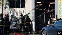 L'entrée du bâtiment où le feu a éclaté à Oakland le 3 décembre 2016.