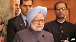 Indian Prime Minister Manmohan Sighn speaks at a news conference in Washington, D.C., 25 Nov 2009