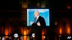 Александр Лукашенко обращается к избирателям (архивное фото)