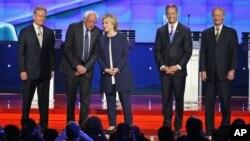 美國民主黨總統參選人首場辯論會上