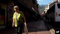 No solo para comprar alimentos tienen dificultad los venezolanos. La escasez también alcanza a las medicinas