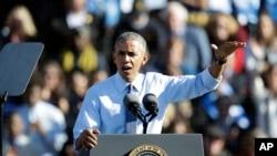 Tổng thống Obama trong một cuộc vận động cho bà Hillary Clinton.