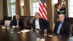پرزیدنت اوباما در ملاقات با رئیس مجلس نمایندگان - جمهوری خواه - (سمت چپ) و رئیس اکثریت دموکرات سنا( سمت راست) در کاخ سفید