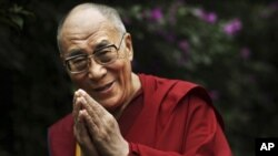"""達賴喇嘛7月6號在""""時輪金剛大法會""""的開幕式上,以藏語向全世界藏人表達了他退出宗教領袖角色的心情。"""