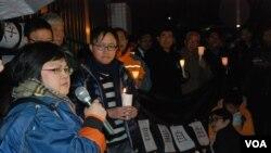香港記者協會主席岑倚蘭(左一)估計,明年香港新聞自由的世界排名可能會繼續下跌 (美國之音湯惠芸)