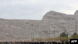 Eron yadroviy dasturini qo'llab-quvvatlagan talabalar Isfahondagi uranni boyitish inshooti yaqinida aksiya uyushtirdi. 2011-yil noyabr