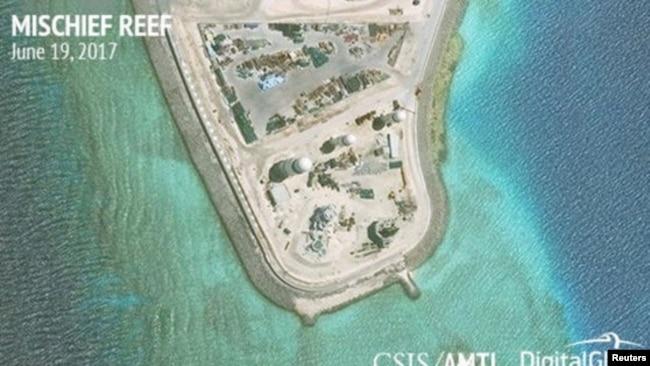 Ảnh vệ tinh của CSIS công bố hôm 19/6 cho thấy việc xây dựng và quân sự hoá của Trung Quốc trên đảo Vành Khăn ở Trường Sa.