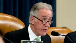 Chủ tịch Ủy ban Thuế vụ Hạ viện, Dân biểu Richard Neal thuộc Đảng Dân chủ, đã gửi yêu cầu chính thức yêu cầu Bộ Tài chính cung cấp hồ sơ khai thuế của Tổng thống Trump, nhưng bị khước từ.