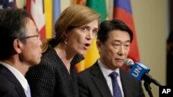 유엔 안전보장이사회가 지난 7일 북한의 장거리 로켓 발사를 강력히 규탄하는 의장 성명을 만장일치로 채택한 후, 사만다 파워 유엔 주재 미국 대사(가운데)와, 오준 유엔 주재 한국 대사(오른쪽), 요시카와 모토히데 유엔 주재 일본대사가 기자회견을 하고 있다. (자료사진)