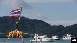 泰国救援人员2018年7月7日准备出海继续所寻失踪中国游客(美联社)