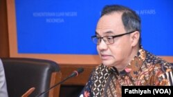 Pelaksana Tugas Juru Bicara Kementerian Luar Negeri Teuku Faizasyah. (Foto: VOA/Fathiyah)