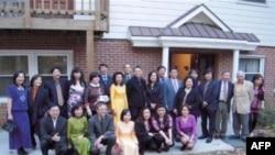 Một số những người đóng góp cho chương trình văn nghệ Tình Khúc Mùa Thu giúp nhà Việt Nam