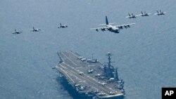 훈련에 참가한 미 7함대 소속 항공모함 조지 워싱턴호(9만7000t급)