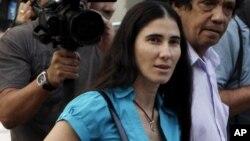 La bloguera y periodista Yoani Sánchez conversó en exclusiva con la Voz de América sobre el caso Carromero.