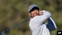 Tiger Woods bertanding di Farmers Insurance Open golf tournament, 27 Januari 2017 di Torrey Pines Golf Course in San Diego. (Foto:dok)