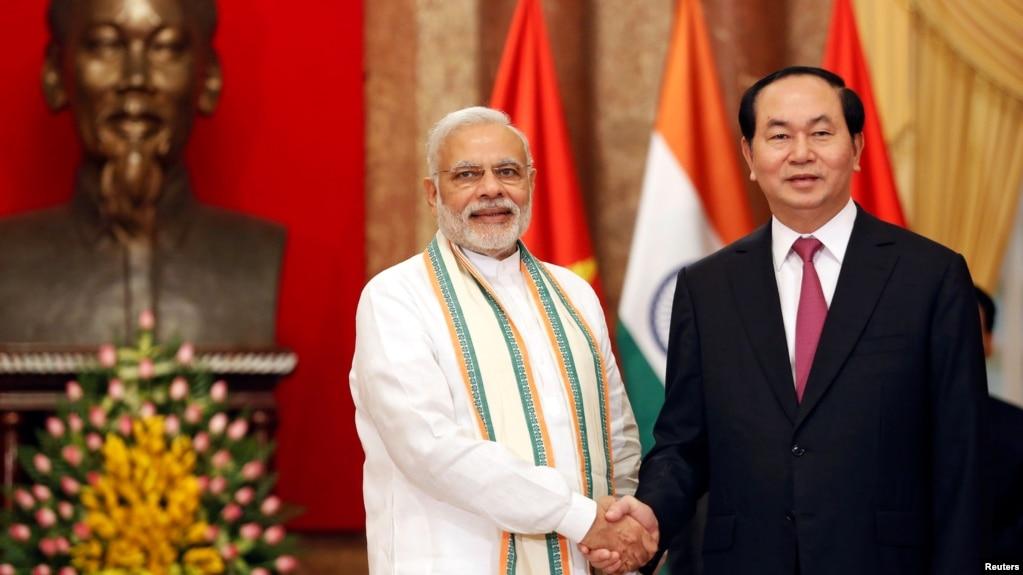 Thủ tướng Ấn Độ Narendra Modi và Chủ tịch Việt Nam Trần Đại Quang gặp ở Hà Nội tháng 9/2016