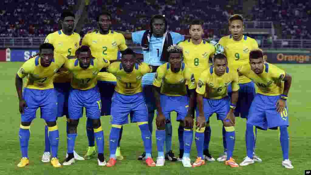 L'équipe nationale du Gabon, pose [pur une photo avant le match de la CAN Groupe A match de football contre le Congo à Bata, en Guinée équatoriale, mercredi 21 janvier 2015..