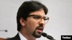 Freddy Guevara, legislador por el opositor partido Voluntad Popular y presidente de la Comisión de Contraloría de la Asamblea Nacional venezolana adelantó la denuncia.