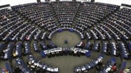 PE, thirrje për dorëheqjen e Blatterit