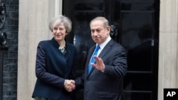British Prime Minister Theresa May welcomes Israel's Prime Minister Benjamin Netanyahu to Downing Street, London, Feb. 6, 2017.