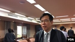 台湾实践大学英语教授陈超明(美国之音记者申华 拍摄)