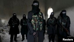 د پاکستان پولیس وايي د ښځو دغې شبکې پر خلکو د داعش فلمونه هم ویناوې هم ویشلي دي.