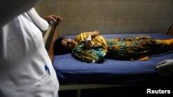 Devojčica povredjena u današnjem bombaškom napadu u Pešavaru, Pakistan, 29. april, 2013.