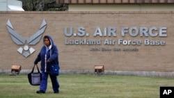 美国从中国武汉撤回的侨民有一部分在德州拉克兰空军基地进行防疫隔离。(2020年2月5日)