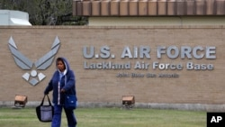 美國從中國武漢撤回的僑民有一部份在德州拉克蘭空軍基地進行防疫隔離。(2020年 2月5日)