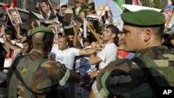 叙利亚军人和反对派抗议者