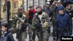 Cảnh sát và binh sĩ Bỉ tăng cường tuần tra an ninh ở Brussels, sau khi xảy ra vụ tấn công khủng bố ở Paris tuần rồi, ngày 20/11/2015.