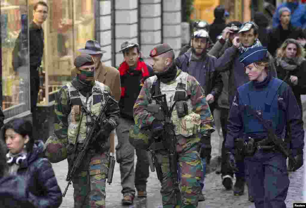 """بیلجیئم نے اپنے دارالحکومت برسلز میں """"انتہائی خطرے"""" کا انتباہ جاری کرتے ہوئے سکیورٹی کو انتہائی درجے تک بڑھا دیا ہے۔"""