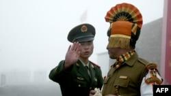 中印边界双方执勤军人(资料照片2008年)