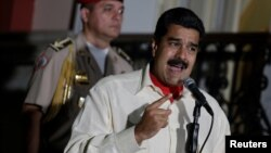 Venezuela's President Nicolas Maduro (R) talks to the media after his meeting with former Spanish prime minister Jose Luis Rodriguez Zapatero in Caracas, Venezuela, Oct. 31, 2016.