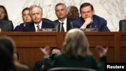前美国国务卿克林顿现在参议院外交关系委员会听证会上 就班加西袭击事件作证。